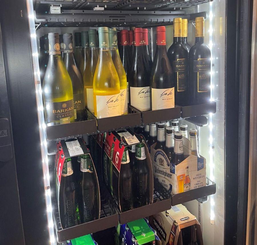 מקרר למכירת אלכוהול של רשת Q יזהה אם הקונה מעל גיל 18